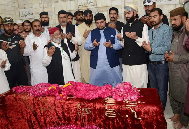 Dr Hussain Mohi-ud-Din Qadri visits shrine of Baba Farid-ud-Din Ganjshakar