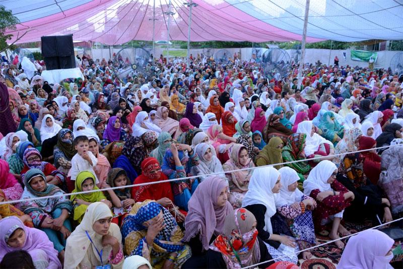 Dr Hussain Mohi-ud-Din Qadri addresses Women Itikaf