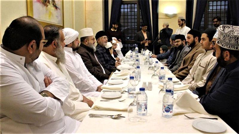 Dr Tahir ul Qadri with Pir Sayyid Abdul Qadir Jamal ud Din in Madina
