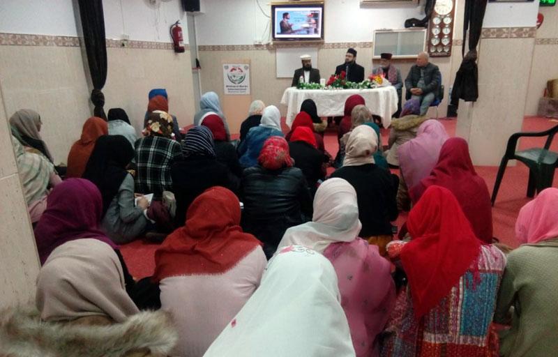 Dr Hassan Mohi-ud-Din Qadri addresses a spiritual training workshop