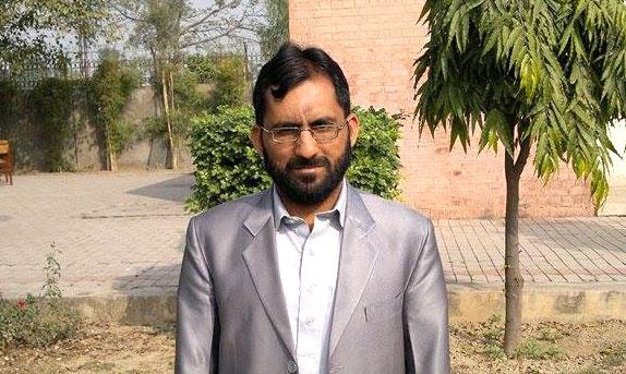 COSIS graduate Allah Ditta Tahir completes PhD in economics
