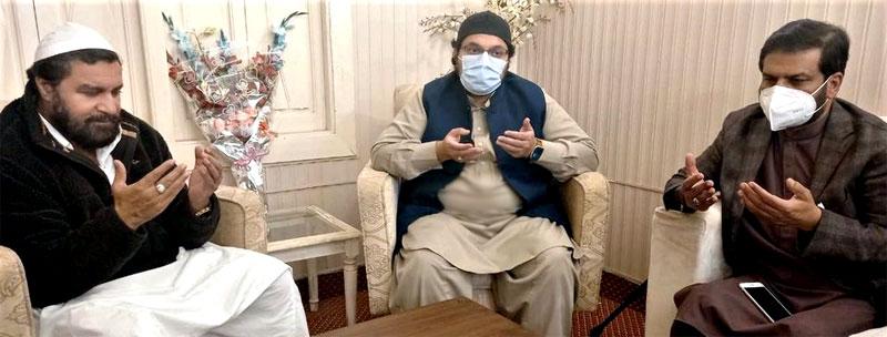 Dr Hussain Mohi-ud-Din Qadri condoles with Pir Saeed-ul-Hassan Shah