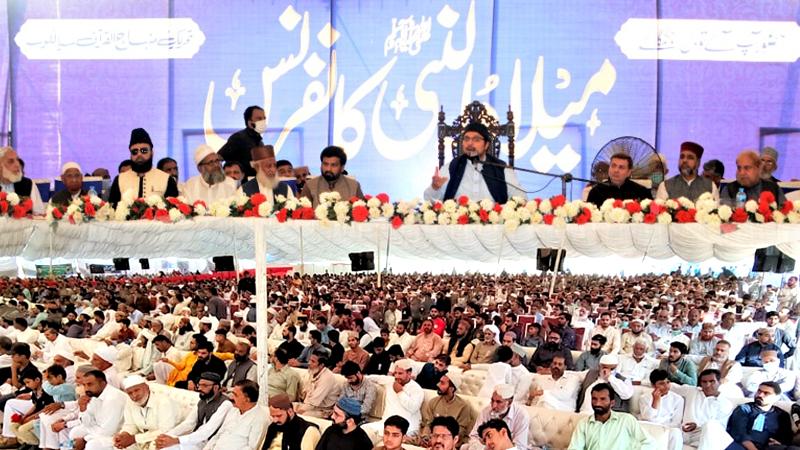Dr Hussain Qadri addresses Milad un Nabi conference in Sialkot