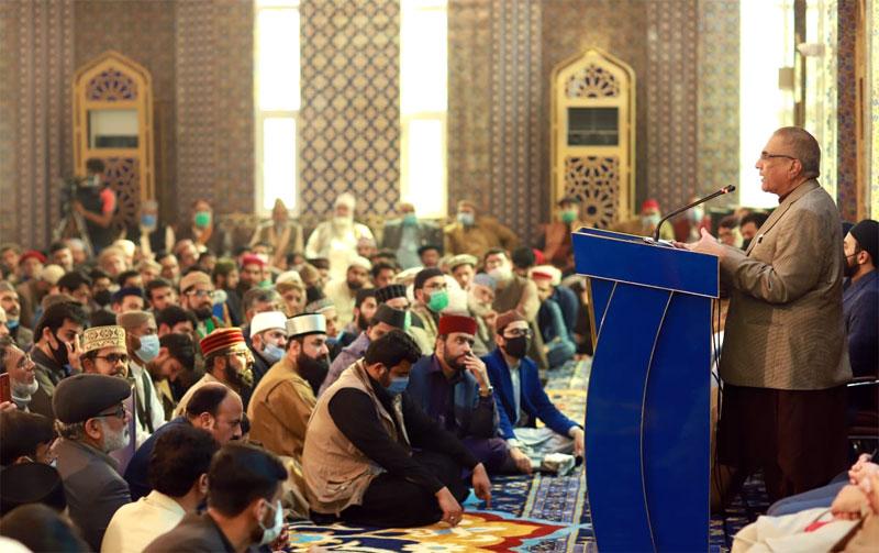 Mujeeb-ur-Rehman Shami addressing the ceremony