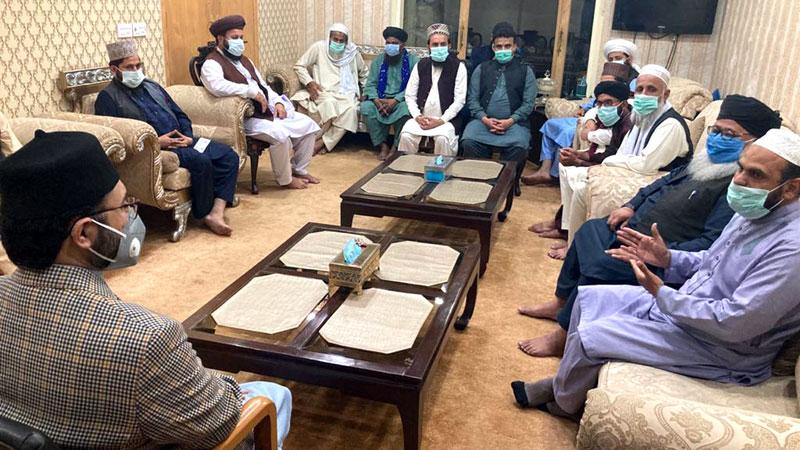 Dr Hassan Mohi-ud-Din Qadri talking delegation of religious scholars