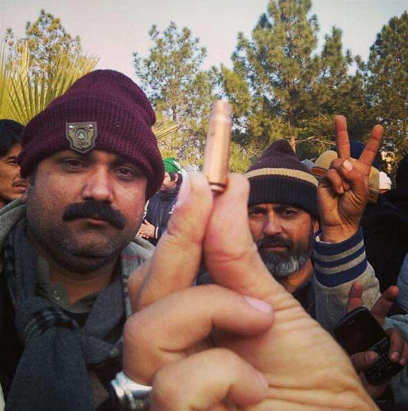 Firing & Tear shelling on Dr Tahir-ul-Qadri Democracy Long March Pakistan