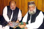 سابق وزیراعظم آزاد کشمیر بیرسٹر سلطان محمود چوہدری تحریک منہاج القرآن کے لائف ممبر بن گئے۔