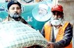 منہاج ویلفیئر فاؤنڈیشن نوشہرہ کی سیلاب متاثرین میں گرم کپڑوں اور بستر کی تقسیم