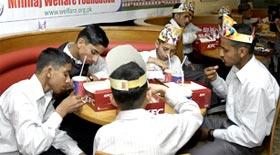 آغوش کے بچوں کی سالگرہ کی اجتماعی تقریب