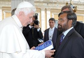 ڈائریکٹر انٹرفیتھ ریلیشنز منہاج القرآن کی ویٹی کن سٹی میں پوپ بینی ڈکٹ سے ملاقات