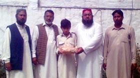 تحریک منہاج القرآن تحصیل افضل پور آزاد کشمیر کے زیراہتمام بچوں میں کتب کی تقسیم