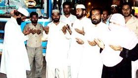 تحریک منہاج القرآن لودہراں کے زیراہتمام اظہر لنگاہ کی قیادت میں دو بسوں پر مشتمل قافلہ شہر اعتکاف لاہور کے لیے روانہ