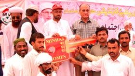 راجن پور میں میں متاثرین سیلاب کو چیکس اور گھروں کی چابیوں کی تقسیم کی تقریب