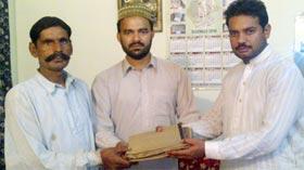 تحریک منہاج القرآن ضلع شیخوپورہ کے زیراہتمام مستحق اور غریب ہم وطنوں کے درمیان گفٹس کی تقسیم