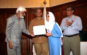 طالبہ حافظہ تحریم زہرہ کا اعزاز، وزیر اعلیٰ پنجاب کیطرف سے لیپ ٹاپ اور نقدی انعام