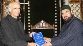 منہاج القرآن انٹرنیشنل سپین کے وفد کا مطالعاتی دورہ اور تاریخی چرچ کے راہبوں سے ملاقات