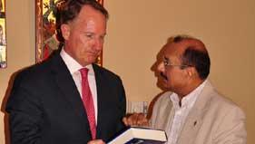 منہاج القرآن (یونان) کی مرکزی قیادت کی امریکن سفیر سے ملاقات