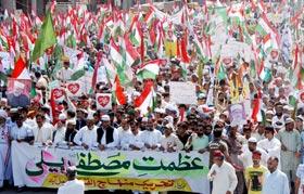 Thousands attend MQI's 'Azmat-e-Mustafa Rally (S.A.W.)' in Faisalabad