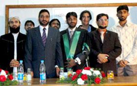 ڈاکٹر شفاقت علی بغدادی الازہری کو اعلیٰ ترین اعزاز کے ساتھ پی ایچ ڈی کی ڈگری حاصل کرنے پر مبارکباد