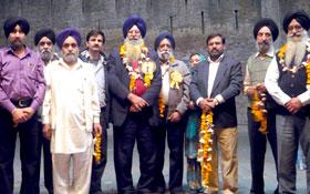 لاہور : واہگہ ریلوے اسٹیشن پر بھارتی سکھ یاتریوں کا استقبال