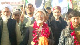 بابا غلام حیدر بٹ کا پیدل کارواں گوجر خان پہنچ گیا