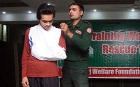 لاہور : کالج آف شریعہ میں ریسکیو ٹریننگ ورکشاپ برائے عوامی استقبال