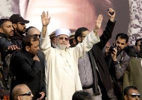 لاہور: ڈاکٹر طاہرالقادری کا والہانہ اور تاریخی استقبال