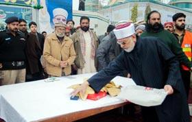 Dr Tahir-ul-Qadri establishes fund for Islamabad march, donates family jewelry