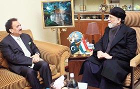 Malik returns empty-handed as Qadri firm on march