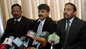 عوامی مارچ اور ڈاکٹر طاہرالقادری کے ایجنڈے کی بھرپور حمایت کرتے ہے۔ وکلاء کی پریس کانفرنس