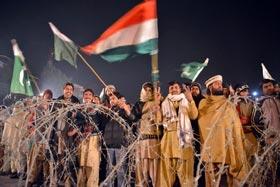 پرامن عوامی دھرنا مارچ پر حکومتی آپریشن، حملے کے سائے