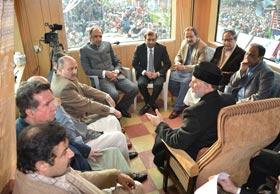 اسلام آباد لانگ مارچ ڈیکلریشن پر وزیر اعظم کے دستخط