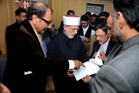 Geo News: PM signs Qadri-government agreement