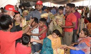 منہاج ویلفیئر فاؤنڈیشن کے تحت متاثرین سانحہ بادامی باغ میں ادویات و کھانے کی تقسیم