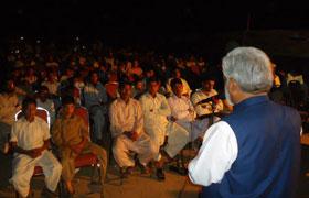 جہلم: بدترین نظام انتخابات کے خلاف دھرنے کے سلسلے میں پروجیکٹر پروگرام