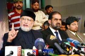 دنیا کی تاریخ کا انوکھا الیکشن ہے جس میں ہارنے اور جیتنے والے دونوں دھرنے دے رہے ہیں۔ ڈاکٹر محمد طاہرالقادری