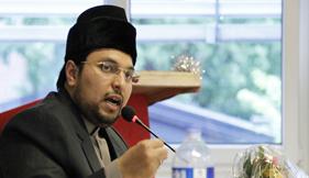 Dr Hussain Mohi-ud-Din Qadri addresses a Women Convention