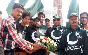 لاہور: ایم ایس ایم کے وفد کی یادگار شہداء پر حاضری