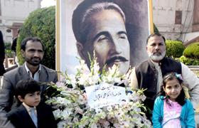 لاہور: ڈاکٹر اقبال نور کی وفد کے ہمراہ مزار اقبال پر حاضری
