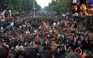 غریبوں کا استحصال کر نے والوں کو اب سر چھپانے کی جگہ نہیں ملے گی، ڈاکٹر حسین قادری کا احتجاجی ریلی سے خطاب
