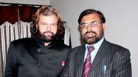 لاہور: معروف بھارتی سکھ صوفی گلوکار ہنس راج ہنس کی سہیل احمد رضا سے ملاقات