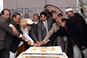 ڈاکٹر محمد طاہرالقادری کی 63ویں سالگرہ کے کیک اندرون ملک اور ساری دنیا میں کاٹے گئے