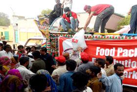 قحط متاثرین تھرپارکر میں راشن کی تقسیم