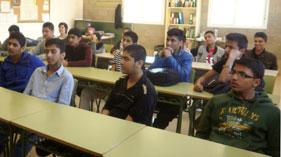 سپین: منہاج یوتھ لیگ کے خرم شبیر کا مقامی ہائی سکول کا دورہ