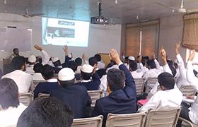لاہور: کالج آف شریعہ اینڈ اسلامک سائنسز کے طلبہ کیلئے سوشل میڈیا ٹریننگ کیمپ