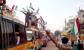 پاکستان عوامی تحریک کے زیراہتمام کرپٹ نظام کے خلاف احتجاجی جلسوں میں قافلے پہنچنا شروع ہوگئے