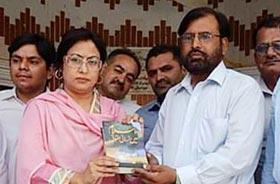 لاڑکانہ: ڈائریکٹر انٹرفیتھ ریلیشنز کا وفد کے ہمراہ دھرم شالا مندر کا وزٹ