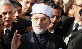 Dr Tahirul Qadri refuses to get off at Lahore airport