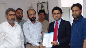 یونان: سفارتخانہ پاکستان کے سامنے سانحہ لاہور پر منہاج القرآن انٹرنیشنل یونان کی جانب سے احتجاج