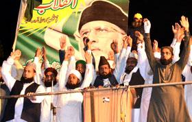 اسلام آباد: مختلف مکاتب فکر کے علماء کی ڈاکٹر طاہرالقادری سے انقلاب مارچ میں ملاقات